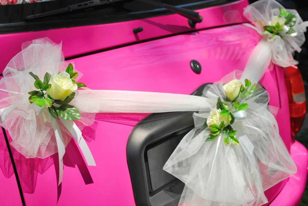 Wedding car decoration pink