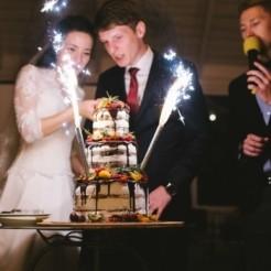 Представление ведущим свадебного торта