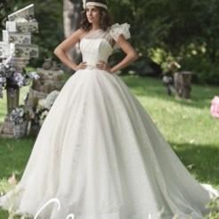 Платья в свадебном салоне Slanovskiy