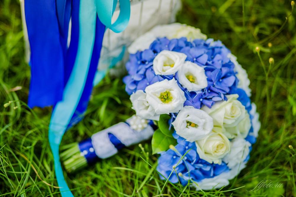 синий букет невесты