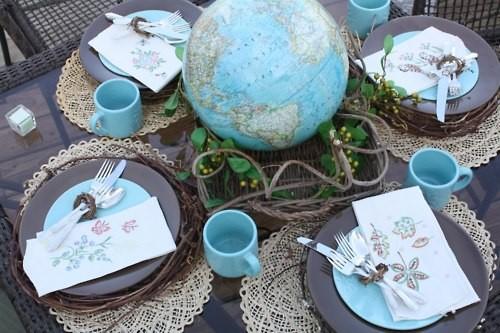 декор свадьбы географическими картами