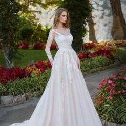 Третий фото свадебных платьев салона Love Story