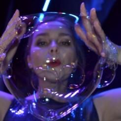 Третий пример шоу гигантских мыльных пузырей Татьяны Медведевой