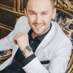 Ведущий Сергей Лапковский