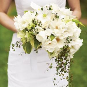 свадебный букет невесты ассиметрия