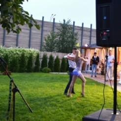 Большая поляна для танцев на свадьбе
