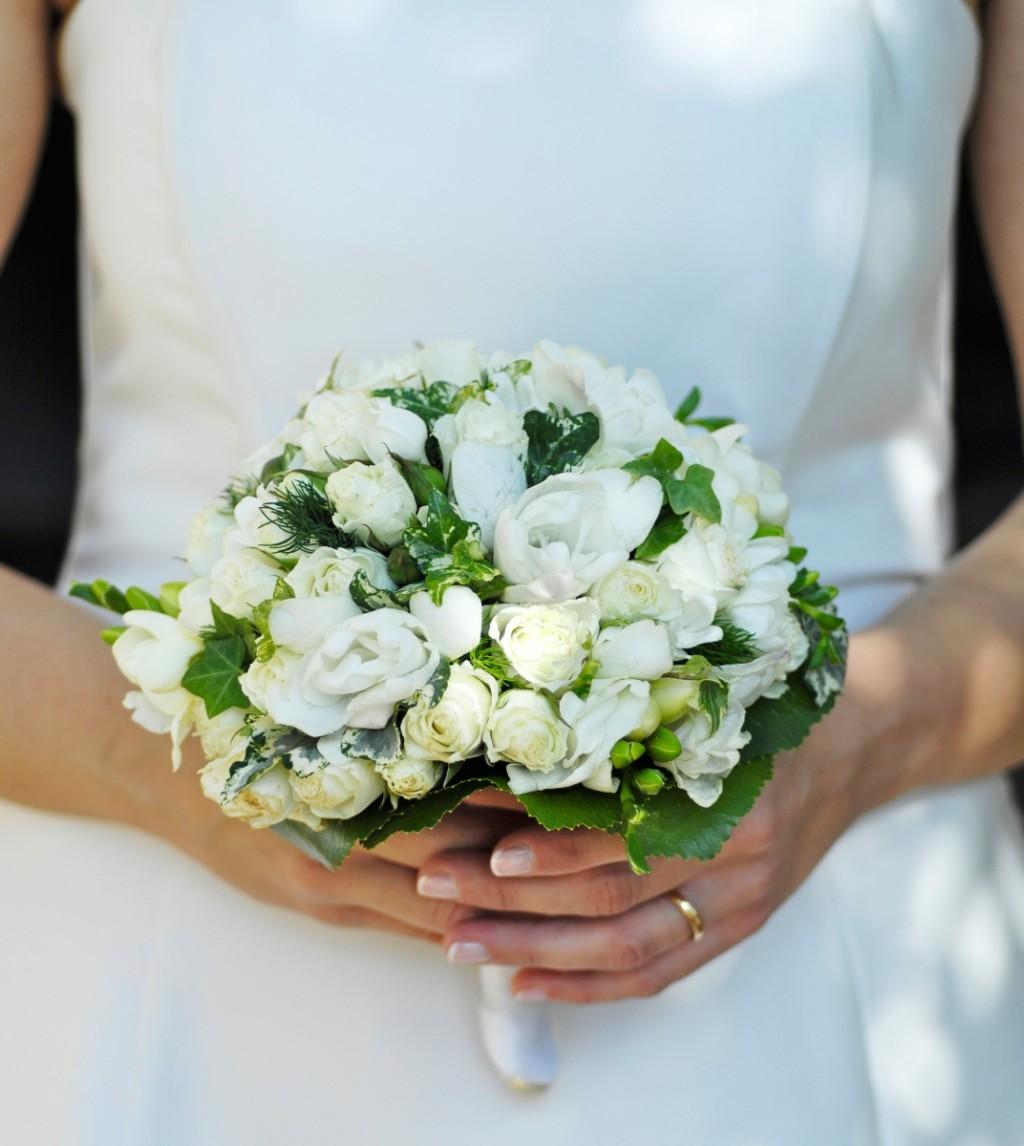 Пупсами капусте, круглый свадебный букет на стеблях