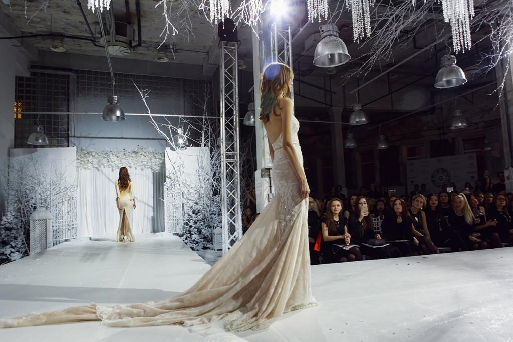 платье русалка со шлейфом
