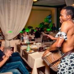 Выступление музыкантов Килиманджаро