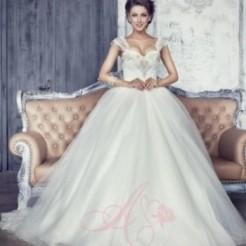 Первый пример свадебного платья от Мадам Вуаля