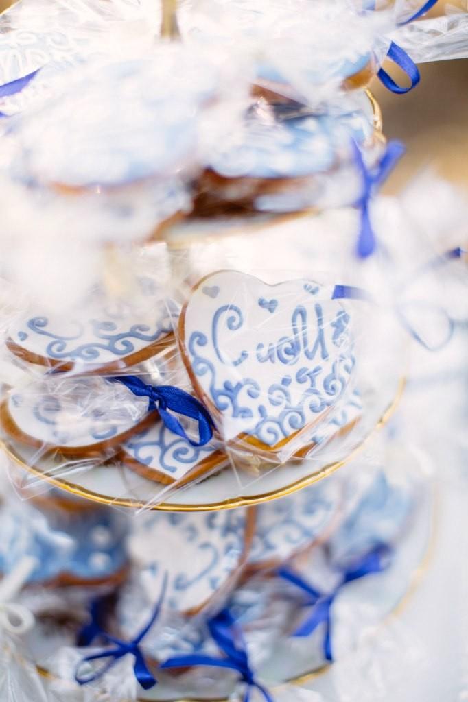 оформление свадьбы синими цветами