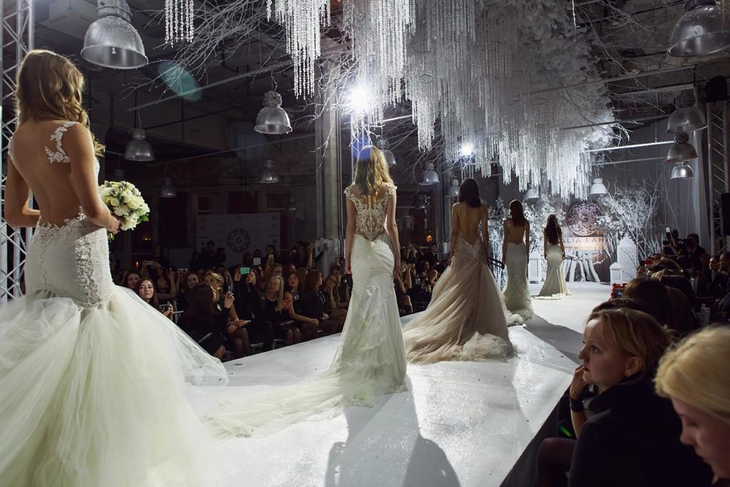 свадебные платья спина