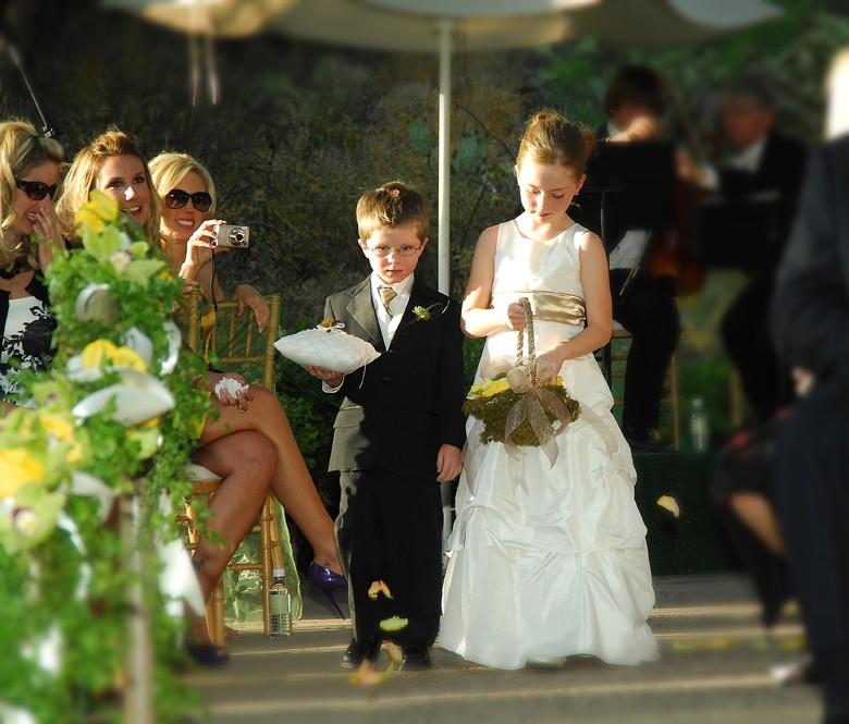 мальчик и девочка на свадьбе