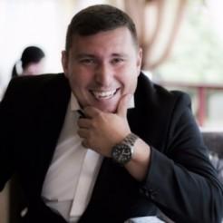 Ведущий Станислав Мельников