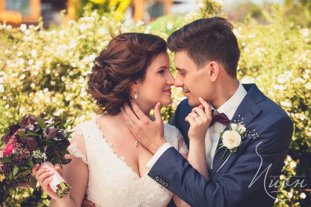 поцелую жениха и невесты